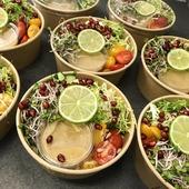 🥗🥗🥗 Pripravili sme pre Vás v rámci horúcich dní takýto studený svieži bulgur šalát plný 🌱🥒🍅🥬🌻 zeleniny a vitamínov s 🍯 nemedovým horčicovým dresingom. 🐝 Je ich len zopár, aby boli vždy čerstvé, tak sa pre ten svoj poponáhľajte. 😉