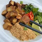 Pad Thai - Thajské ryžové rezance so zeleninou a chrumkavým tofu🌱  Pad Thai - Thai rice noodles with vegetables and crispy tofu🌱  #vegan